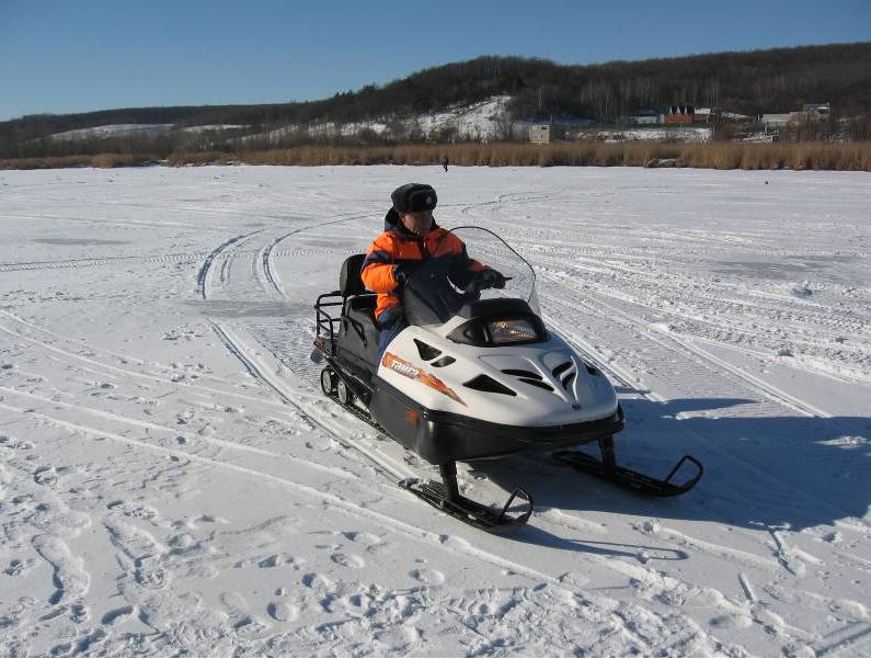 МЧС России напоминает о необходимости соблюдать правила безопасности при катании на снегоходах и квадроциклах