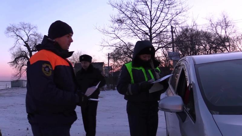 Рыбаки с риском для жизни форсируют на автомобилях водоемы в местах несанкционированных ледовых переправ (ВИДЕО)
