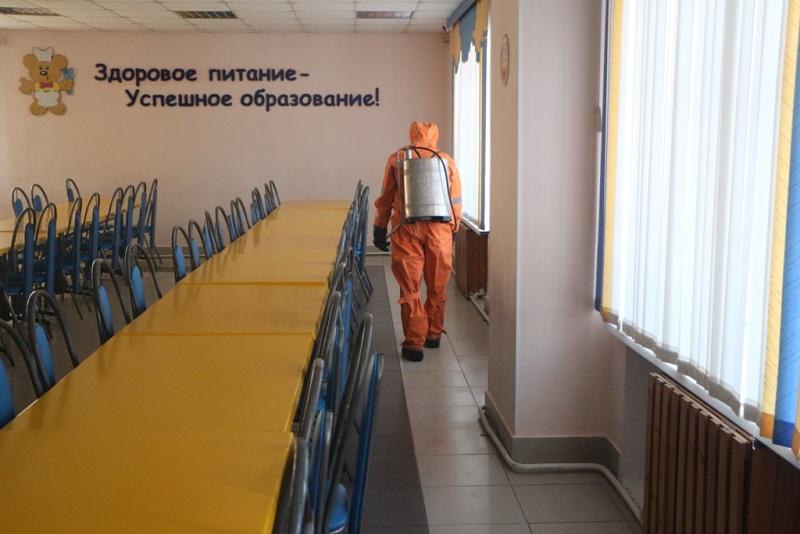 Спасатели провели дезинфекцию общеобразовательных учреждений Хабаровска (ВИДЕО)