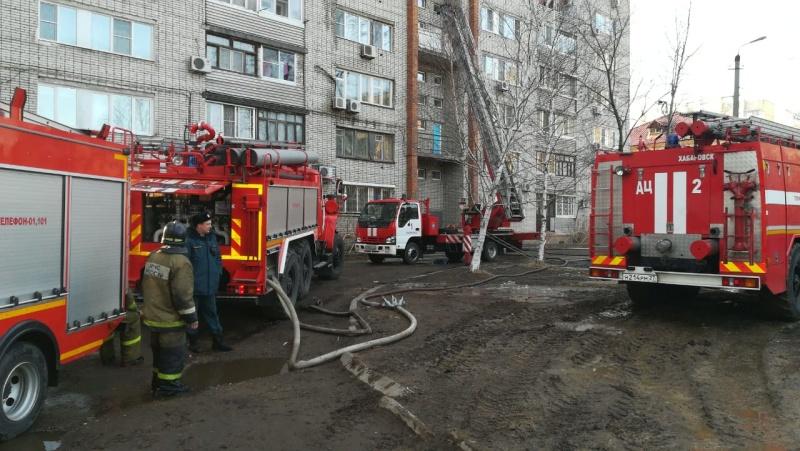 Шесть человек спасли пожарные во время возгорания в многоэтажном доме в Южном микрорайоне Хабаровска