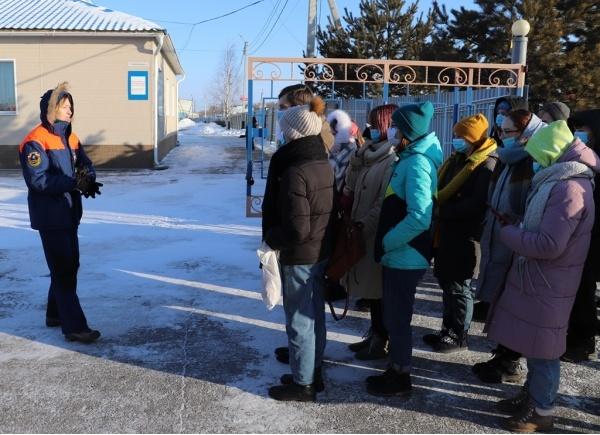 Мой выбор - профессия спасатель. О ней рассказали школьникам в Дальневосточном региональном поисково-спасательном отряде МЧС России